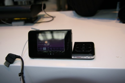三星F510最新的电视手机,可旋转双液晶显示屏