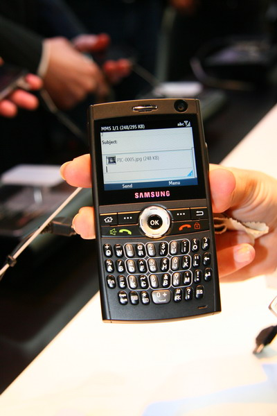 """三星""""Ultra Messaging""""i600是世界上最薄的拥有Qwerty键盘的3G智能手机"""