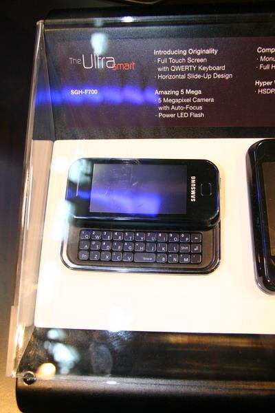 三星HSDPA滑盖智能手机F700