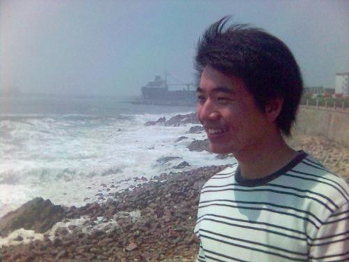 大学帅哥海边旅游