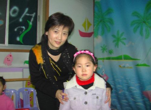 女儿赵丹和儿艺著名演员张立美老师合影
