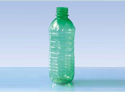 一只矿泉水瓶