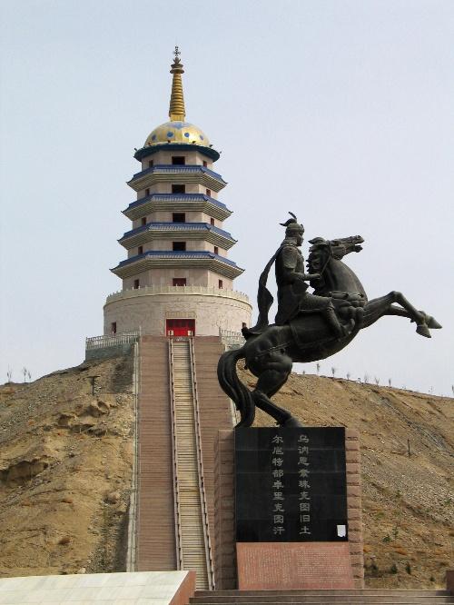 """""""东归塔""""是库尔勒市的标志性建筑之一"""