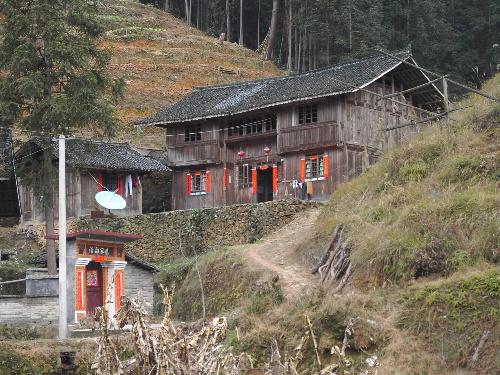 都住的是这种木房子,成本大约10000多.