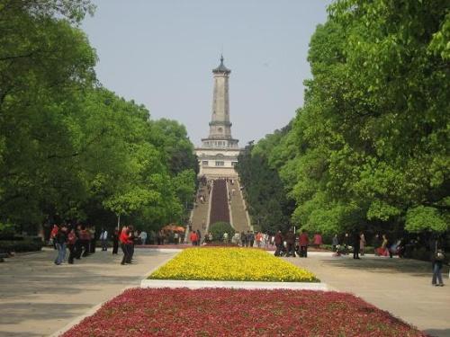 长沙烈士公园烈士塔我和先生每年清明会去塔里献花